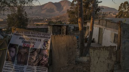 """Las integrantes del colectivo descubrieron los restos humanos """"a pico y pala"""" desde el sábado pasado cuando los agentes investigadores """"las dejaron solas"""", dijo Ramírez (Foto: Cuartoscuro)"""