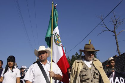 Julián LeBarón y Javier Sicilia durante la marcha por la Paz en mayo de 2011. (Foto: Iván Stephens/Cuartoscuro)