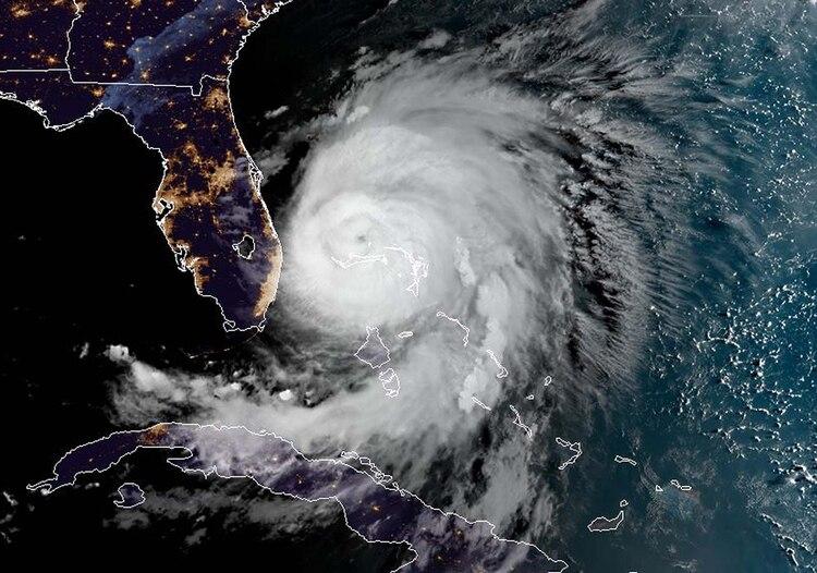 Imagen satelital del huracán Dorian. (Photo by HO / NOAA/RAMMB / AFP)