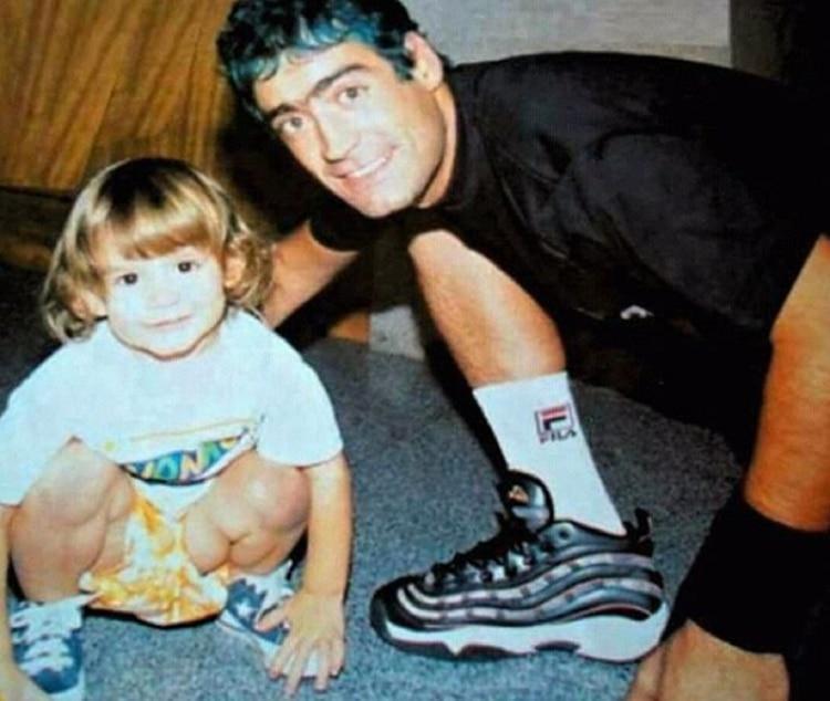 """Rodrigo junto a su único hijo, Ramiro, que hoy es periodista deportivo, futbolista y también tuvo una participación en la película """"El Potro"""""""
