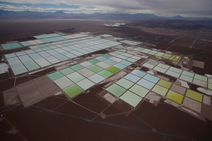 Vista de una mina de litio SQM de Tianqi en el desierto de Atacama, en Chile, como la que se quieren hacer en el norte de la Argentina