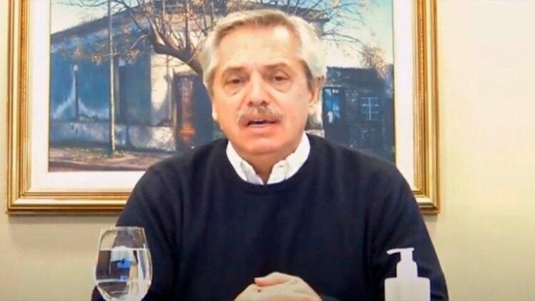 Alberto Fernández, ayer, durante una entrevista. Después recibió al santafesino Omar Perotti.