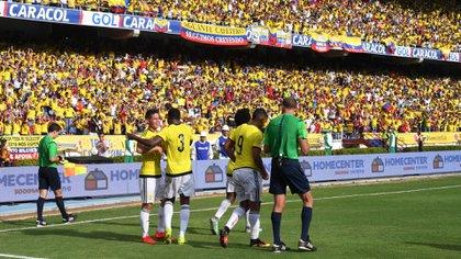 La acusación de la SIC afirma que la FCF y dos empresas desviaron entradas de los partidos de Colombia como local para revenderlas a precios superiores (AFP)