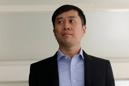 Jolovan Wham llega al Tribunal Estatal de Singapur el 21 de febrero de 2019 (REUTERS / Edgar Su)