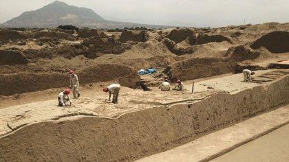 En Chan Chan están trabajando unas 500 personas, incluidos 50 arqueólogos, en cinco proyectos de investigación y conservación
