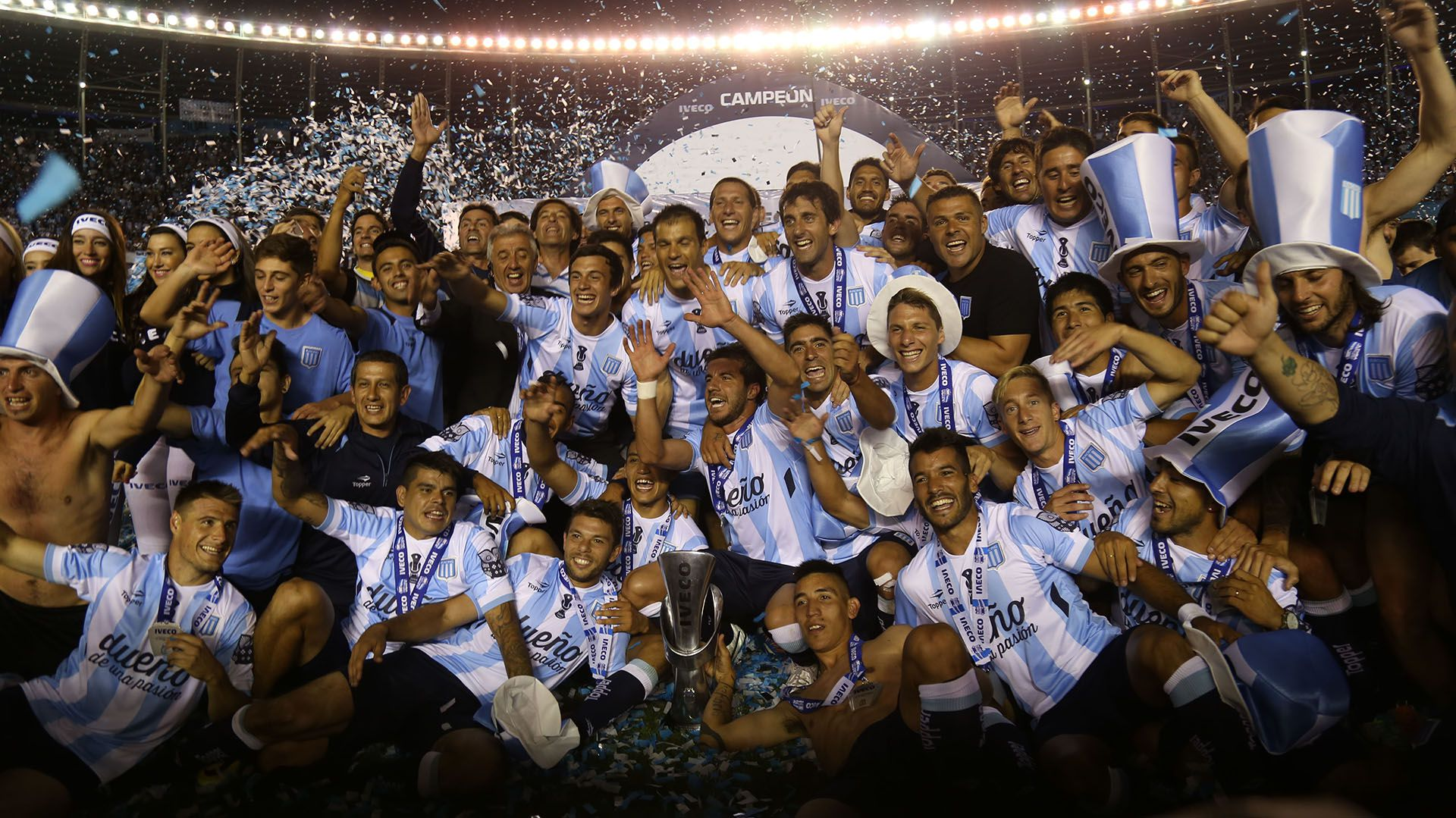 Los jugadores de Racing festejan el campeonato obtenido luego de vencer a Godoy Cruz por 1 a 0 en 2014. Foto NA: JUAN VARGAS