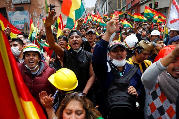 Miles de Bolivianos salieron a las calles en las últimas semanas para protestar por el fraude en las elecciones del 20 de octubre (REUTERS/Kai Pfaffenbach)