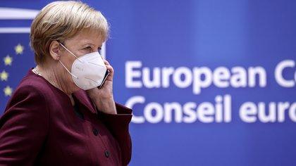 Angela Merkel y el director de BioNTech coincidieron en que deben buscarse otras alternativas a la liberación de patentes de las vacunas