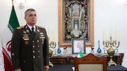Vladimir Padrino López le rindió homenaje a Qassem Soleimani en la embajada iraní en Caracas (@ReporteYa)