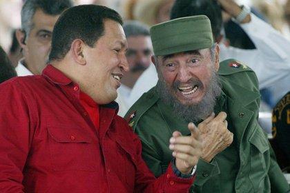 Hugo Chávez y Fidel CAstro (Credit: Jorge Rey/MediaPunch)