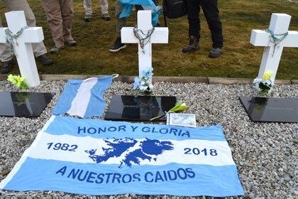 Durante su viaje a las islas, el veterano le rindió honores a su compañero Ignacio María Indino