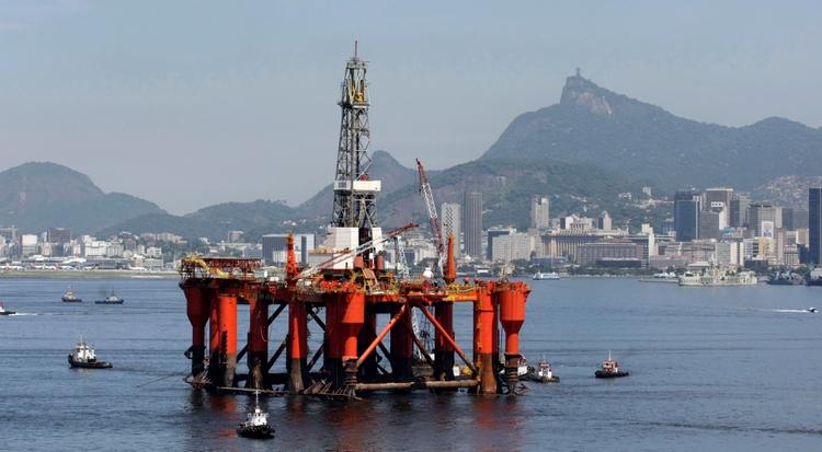 Plataforma petrolera de Petrobras en la bahía de Guabanara, en Río de Janeiro (REUTERS)