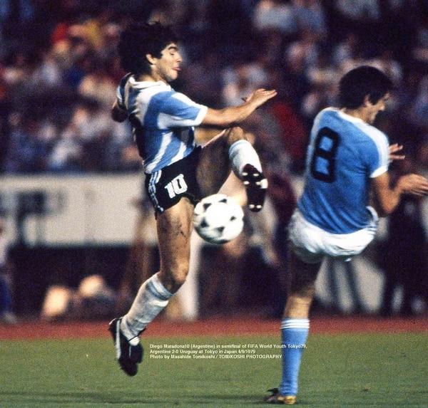Argentina superó a Uruguay en la semifinal por 2 a 0 con goles de Ramón Díaz y Diego Maradona