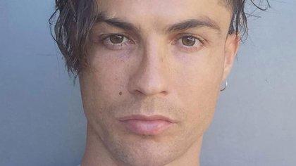 Ronaldo subió una foto con un particular look