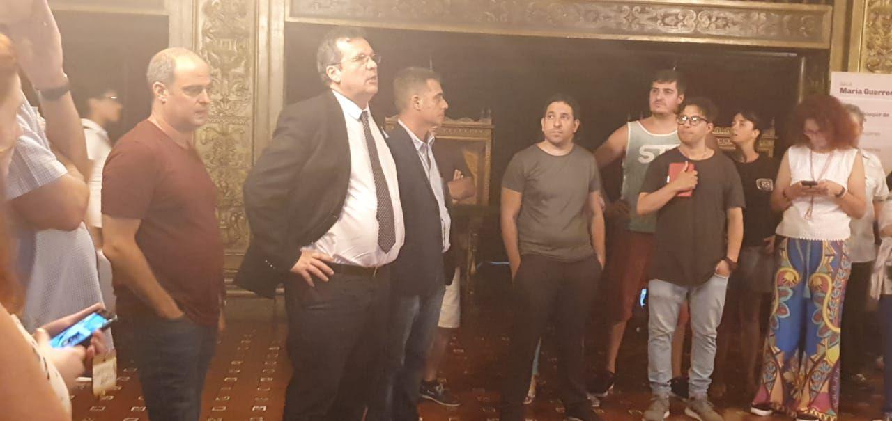 Blutrach, Bauer y D'Audia durante la presentación a los empleados del Teatro Cervantes (@LenideEscalada)