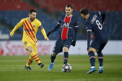 Lionel Messi podría juntarse con los argentinos Leandro Paredes, Mauro Icardi y Ángel Di María si acepta la oferta del PSG (REUTERS/Gonzalo Fuentes)