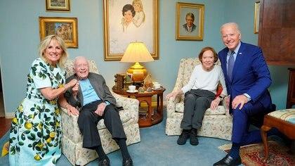 Las rarezas del gran angular: los (gigantes) Biden se encuentran con los (diminutos) Carter