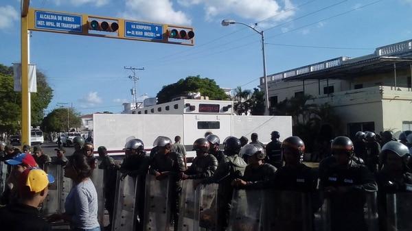 La Guardia chavista reprimió las protestas de este lunes en Bolívar