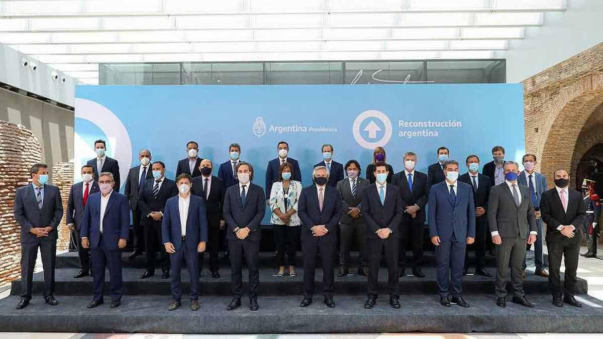 Alberto Fernández firmó el nuevo pacto fiscal en la Casa Rosada con la mayoría de los gobernadores