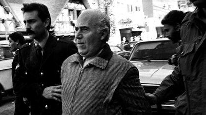 Puccio admiraba al dictador Francisco Franco, hablaba de Mussolini, del mariscal Tito y del general Perón. Se ponía de pie al nombrarlos