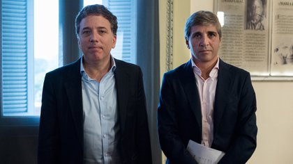 El ministro de Hacienda, Nicolas Dujovne, y su par de Finanzas, Luis Caputo.