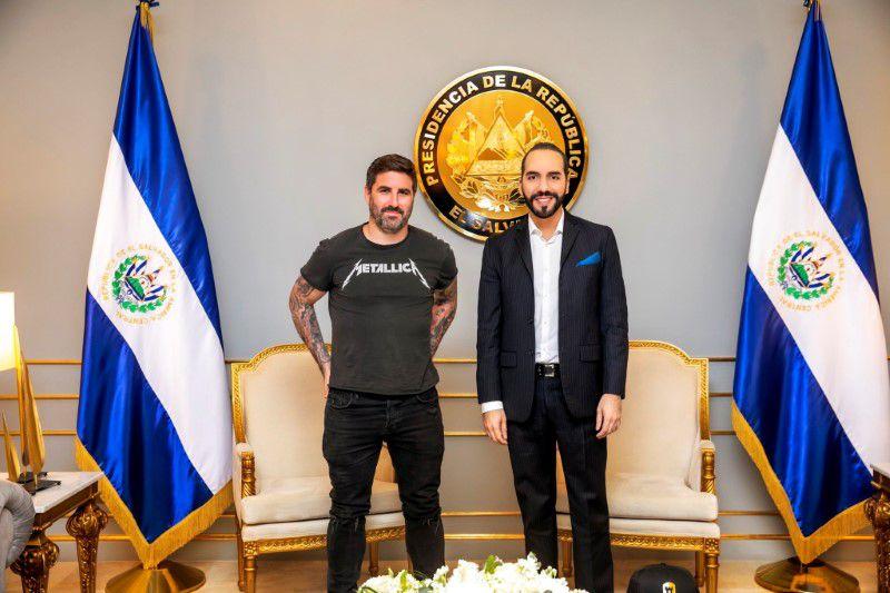 El podcaster especializado en bitcóin Peter McCormack se reúne con el presidente de El Salvador, Nayib Bukele, en San Salvador, El Salvador. 15 de junio de 2021. REUTERS/ Peter Mccormack / IMAGEN SUMINISTRADA POR UN TERCERO / CRÉDITO OBLIGATORIO / NI REVENTAS NI ARCHIVOS.