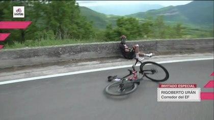 Video | La caída de Fernando Gaviria en el Giro de Italia: iba líder tras atacar en la etapa 8