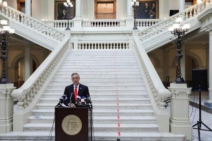 Brad Raffensperger secretario de Estado de Georgia, anuncia la victoria de Joe Biden en el distrito. REUTERS/Dustin Chambers