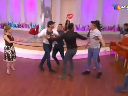 Una de las peleas en el programa, porque también se registraron algunos conflictos en plena transmisión en vivo (Captura YouTube)