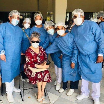 Verónica Judith Sáinz Castro, nombre real de famosa mexicana, asistió a uno de los cinco centros de vacunación instalados en el puerto de Acapulco, Guerrero. (Foto: elgordoylaflaca / Instagram)