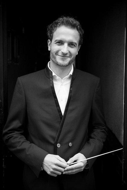 "Christian Schumann, director musical de ""Tres hermanas"". Foto: © Jorge Cueto"