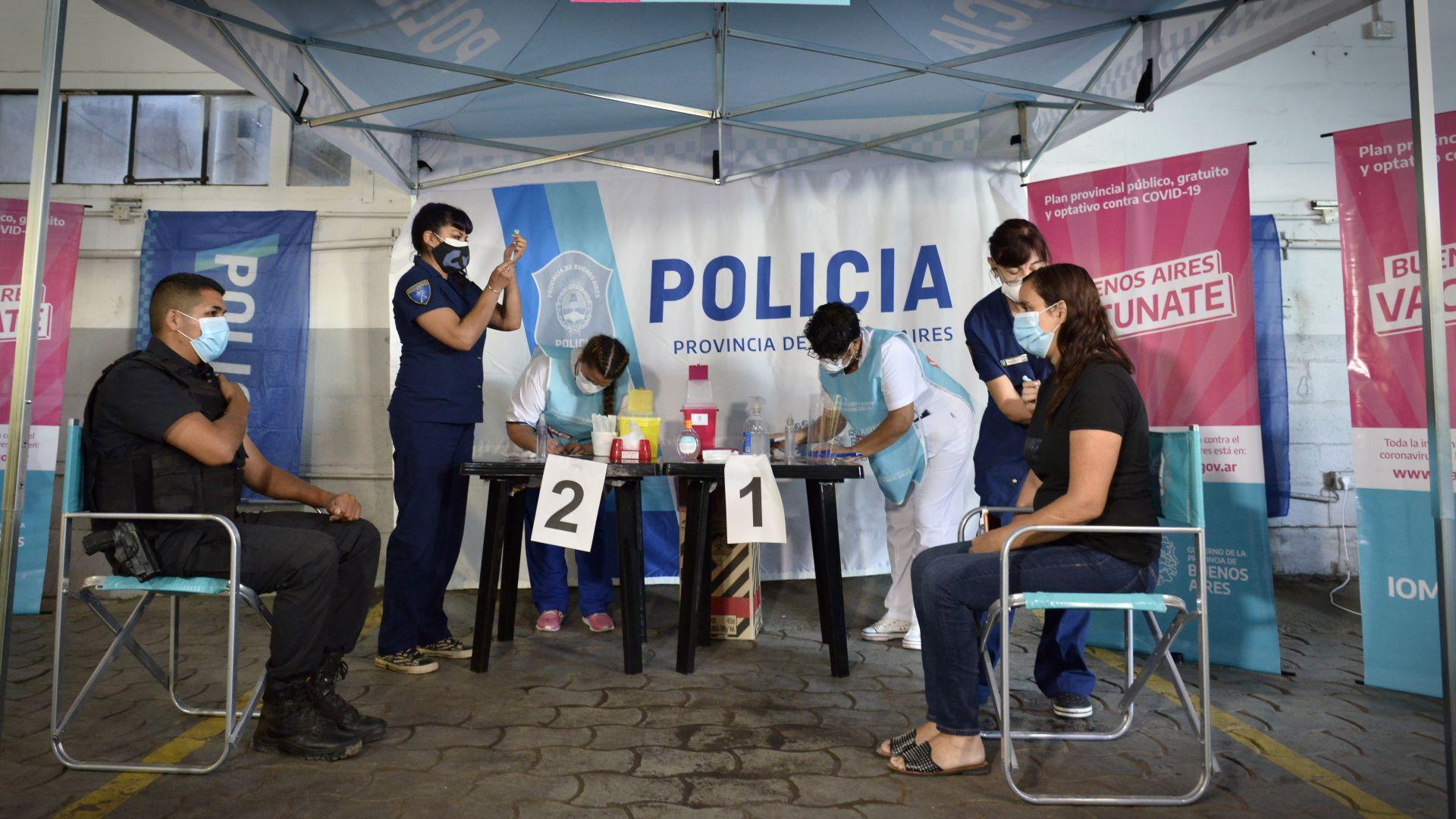 Vacunación policía Provincia Bs As en centro de operaciones estratégicas -Ricchieri y Bufano