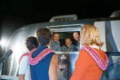 Después de que los astronautas del Apolo 11 volvieran a la Tierra, la NASA los puso en cuarentena durante 21 días por si traían gérmenes lunares (REUTERS)