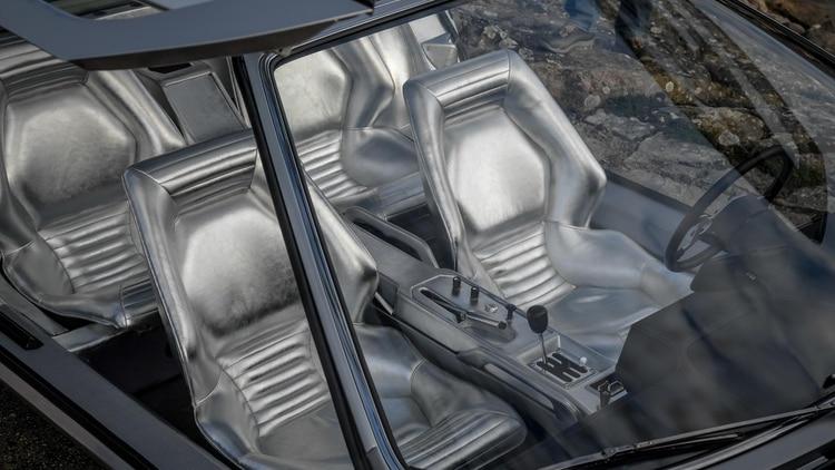 Interior futurista, todo plateado. Desde el interior se veía el motor a través de un vidrio.