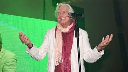 El broche musical de oro estuvo a cargo de Sergio Denis, quien hizo vibrar a los invitados con sus clásicos