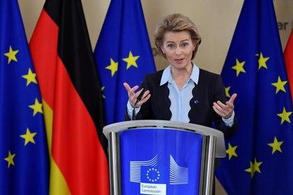 La presidenta de la Comisión Europea, Ursula von der Leyen, durante una conferencia de prensa virtual, esta semana, en Bruselas. Europa espera el resultado de las elecciones en Estados Unidos para negociar nuevos acuerdos económicos. John Thys/Pool via REUTERS