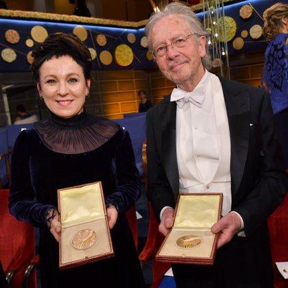 Olga Tokarczuk y Peter Handke, últimos dos ganadores del Nobel de Literatura (Foto: News Agency/Jonas Ekstromer via REUTERS)