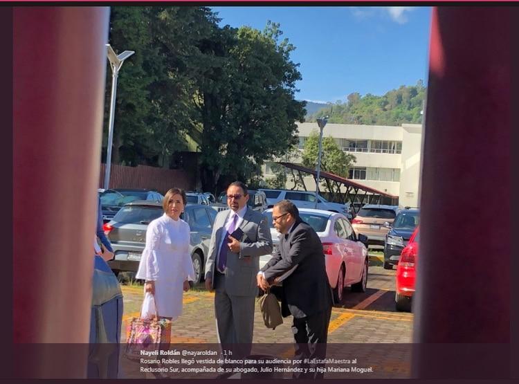 Rosario Robles al llegar al Reclusorio Sur (Foto: Twitter Nayeli Roldán)