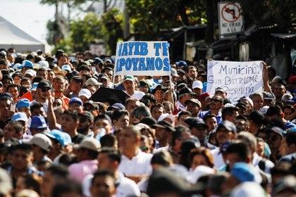 Bukele convocó a sus seguidores a las afueras de la Asamblea (REUTERS/Jose Cabezas)
