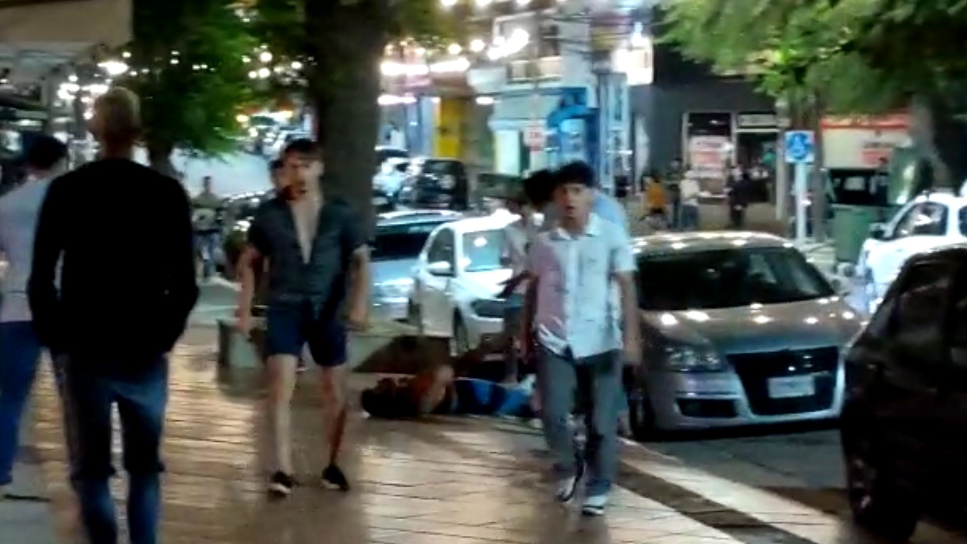 Un video de un testigo de la golpiza registró los últimos minutos de la salvaje agresión al joven