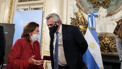 Alberto Fernández y Elena Highton de Nolasco durante la presentación de la reforma judicial en la Casa Rosada