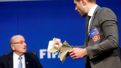 Blatter decidió crear un Comité de Ética (Foto: Reuters)