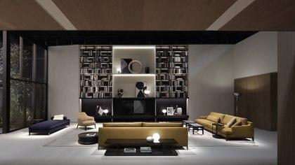 En la nueva colección de la marca Poliform, los sofás modulares, las mesas de generosas dimensiones y los sillones envolventes son los protagonistas de la sala de estar.  (Crédito: Prensa Poliform)