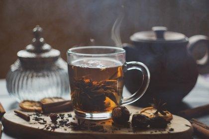 El consumo masivo y popularidad de esta maravillosa bebida, la segunda en el mundo después del agua, se debe -entre otras cosas- a que se ha declarado un súper alimento por sus importantes beneficios para la salud (Shutterstock)