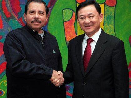 """El ex Primer Ministro tailandés Thaksin Shinawatra, condenador por corrupción en su país, durante su visita a Nicaragua en enero de 2009. Luego fue declarado """"embajador en misión especial"""" de Nicaragua."""