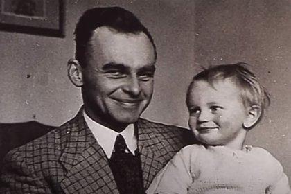 El 25 de mayo de 1948, junto a otros tres detenidos, fue ejecutado. Un tiro desde muy cerca en el medio de la nuca acabó con su vida (Captura video de AFP)
