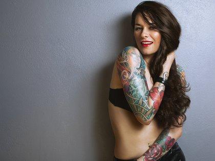 Los tatuajes pueden experimentar cambios en el embarazo (iStock)
