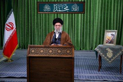 El CSW denunció a Twitter por su respuesta respecto a las amenazas del líder supremo iraní, el ayatolá Ali Khamenei (Official Khamenei Website/Handout via REUTERS)