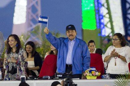 Pese a las denuncias de violaciones a los derechos humanos y la presión internacional, Daniel Ortega y Rosario Murillo se aferran al poder en Nicaragua (EFE/Jorge Torres)
