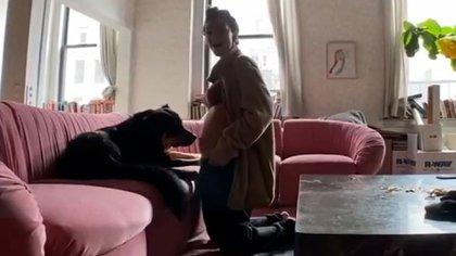 La actriz de 29 años junto a su perro Colombo